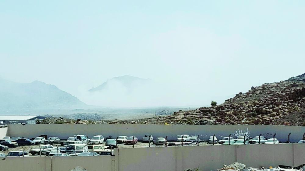 أبخرة تنبعث من موقع الطمر الصحي شمالي الطائف. (تصوير: عوض المالكي)