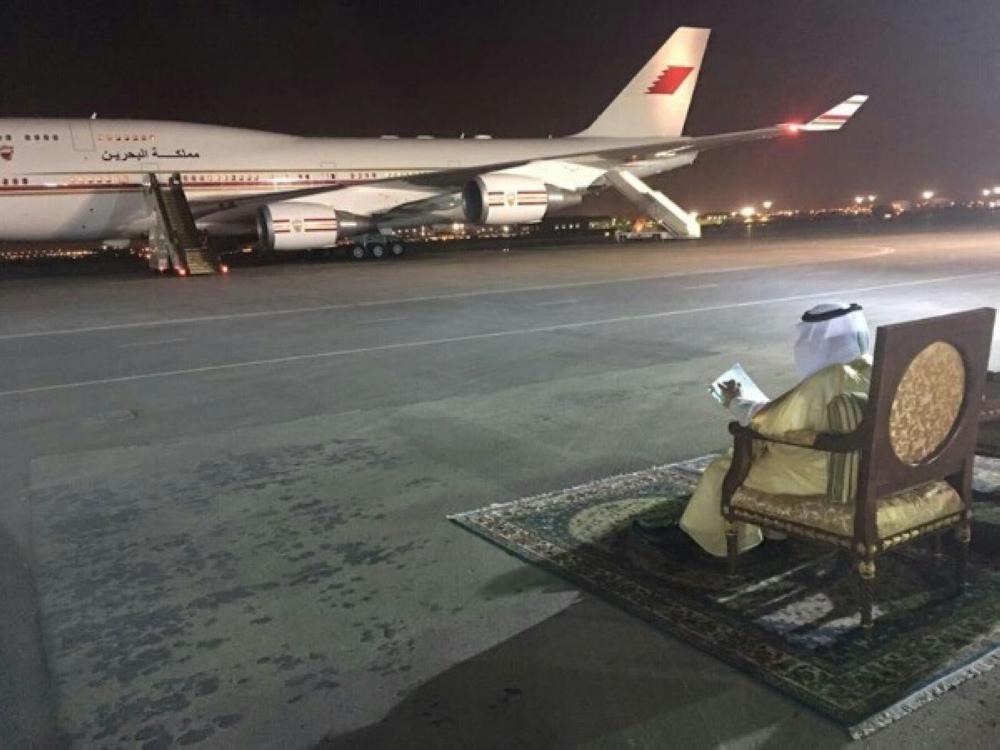 نتيجة بحث الصور عن بالصور.. أمير الرياض ينجز أعمال الإمارة من المطار