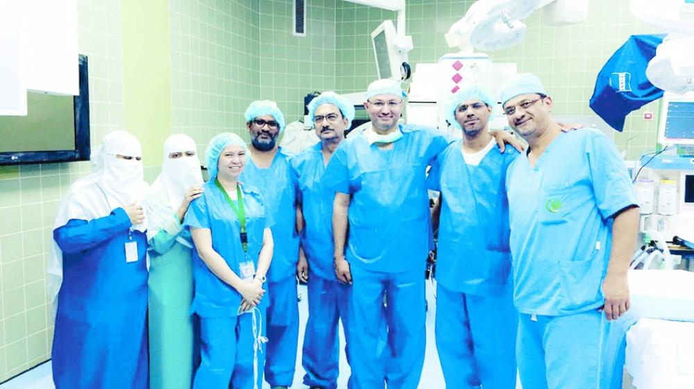 الفريق الطبي. (عكاظ)