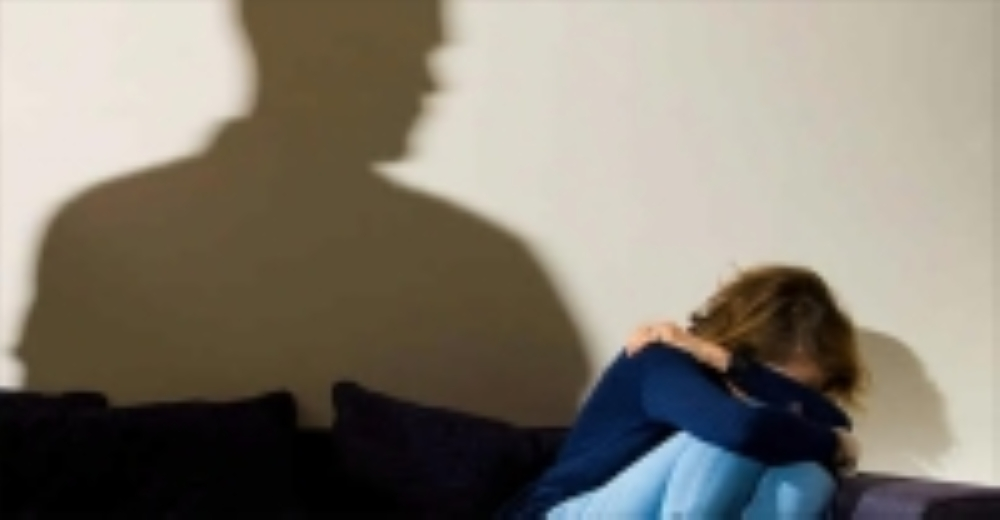 المعنفات يؤثرن «الصمت» خوفاً من المجتمع
