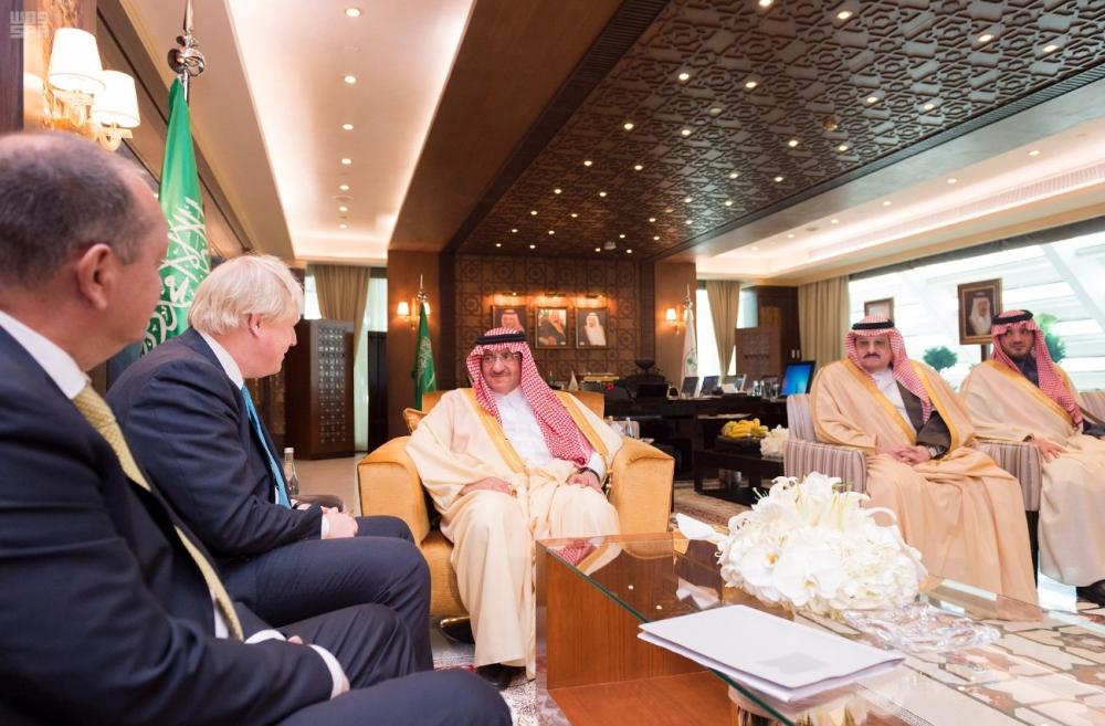 ولي العهد مستقبلا وزير الخارجية البريطاني أمس في الرياض