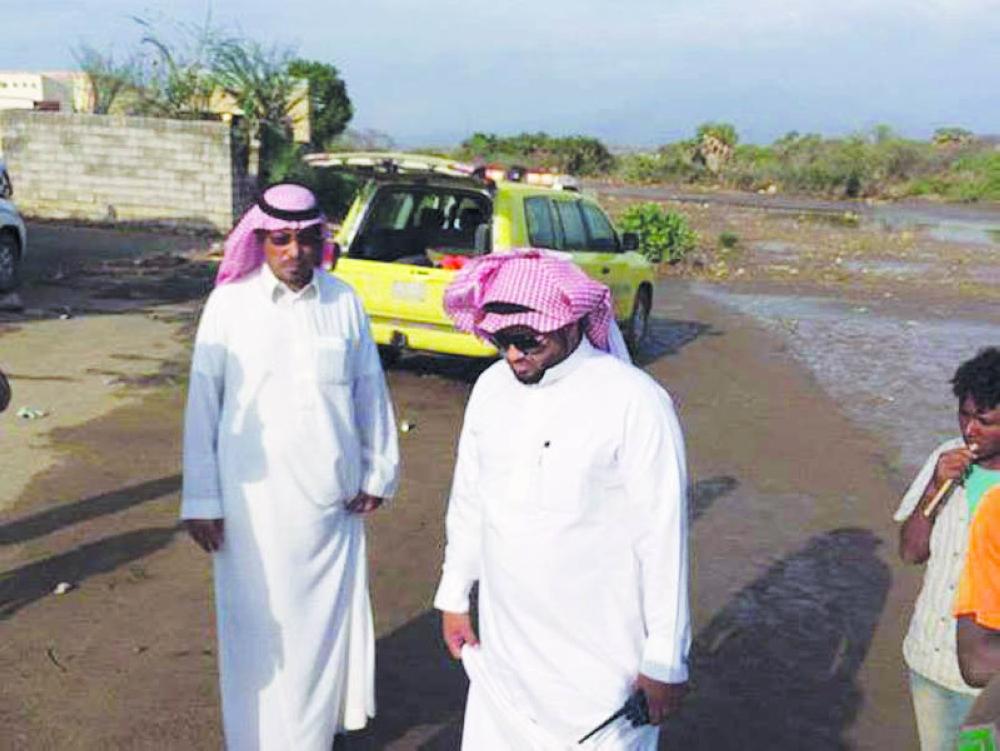 ..والدفاع المدني يتفقد أضرار السيول.