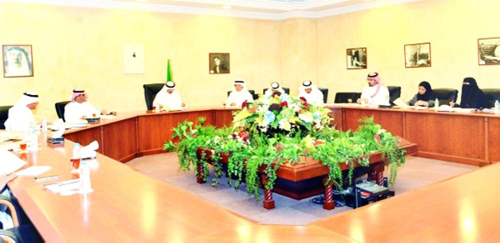 اجتماع مجلس إدارة هيئة الصحفيين الذي عقد أمس في مقر صحيفة المدينة.