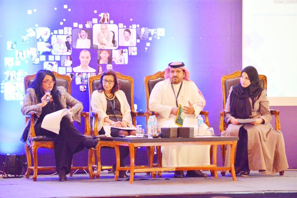 الشقا متحدثا في مؤتمر الإعلام العربي.