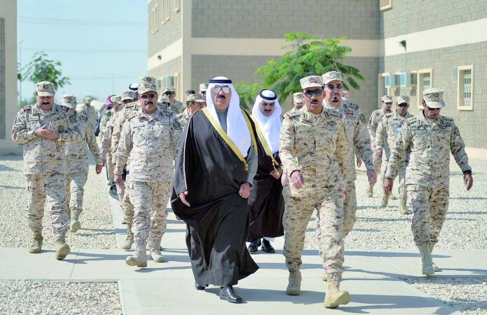 الأمير متعب بن عبدالله أثناء وصوله. (عكاظ)