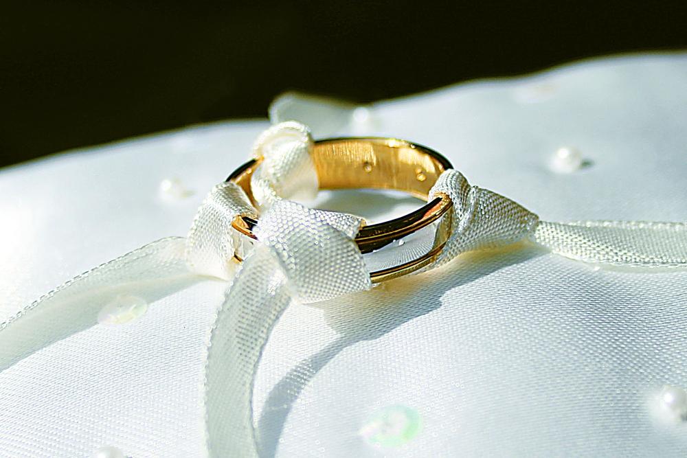 عزوف المرأة عن الزواج..  العنوسة أهون من «...»!