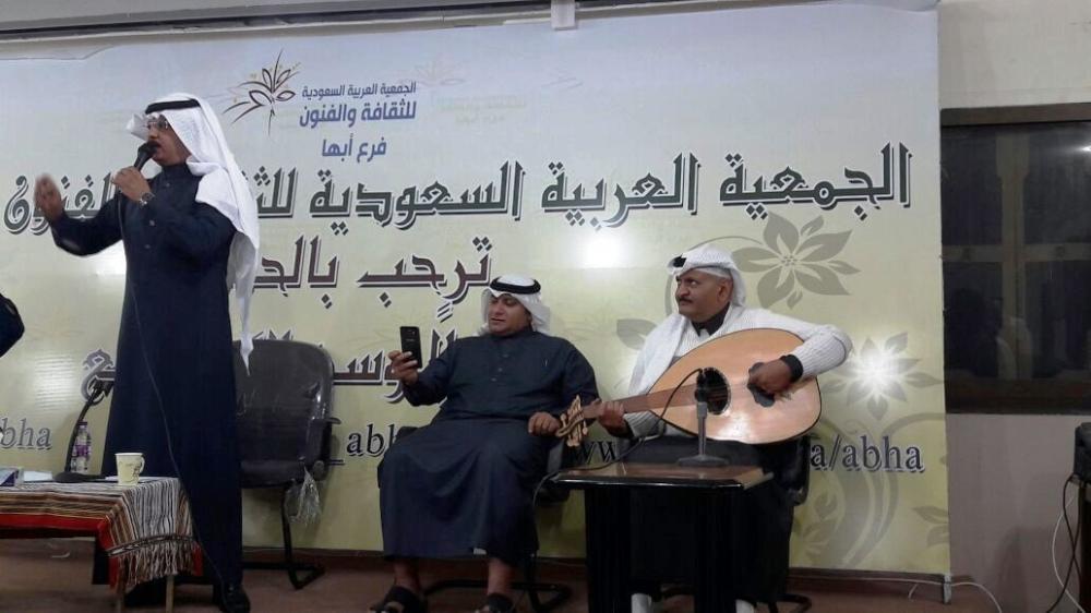 الشاعران العلكمي والمنجحي وعازف العود في جمعية أبها (2).