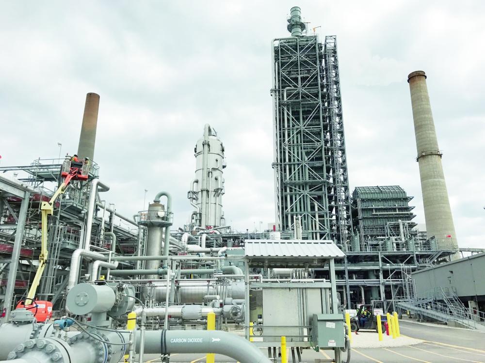 شركات النفط التابعة لأعضاء «أوبك» بدأت تتماشى مع اتفاقية الحد من الإنتاج. (رويترز)