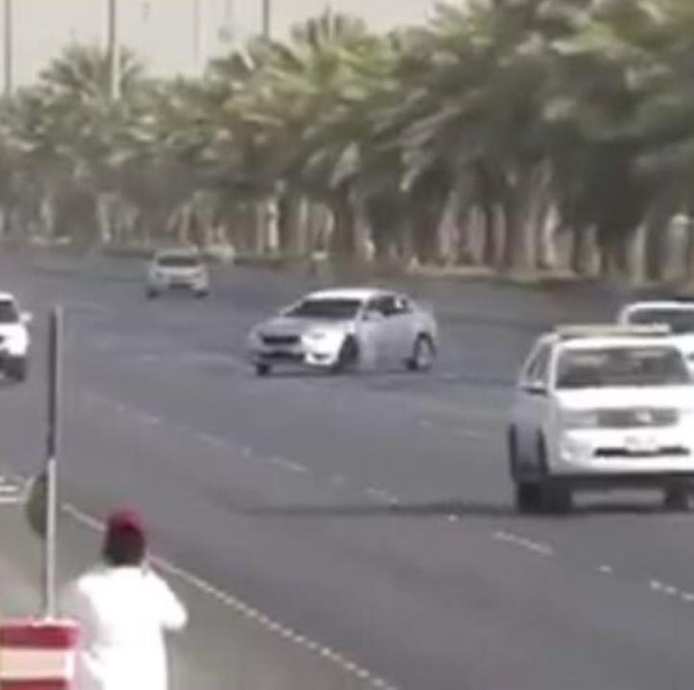 مرور الرياض يقبض على المفحطين الذين ظهروا في مقطع الفيديو
