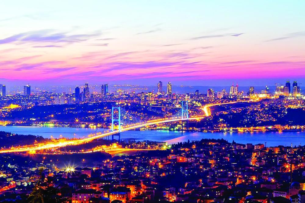 الاستثمارات العقارية في تركيا دخلت أزمة حقيقية بسبب انخفاض عملة البلاد لمستويات تاريخية. (وكالات)