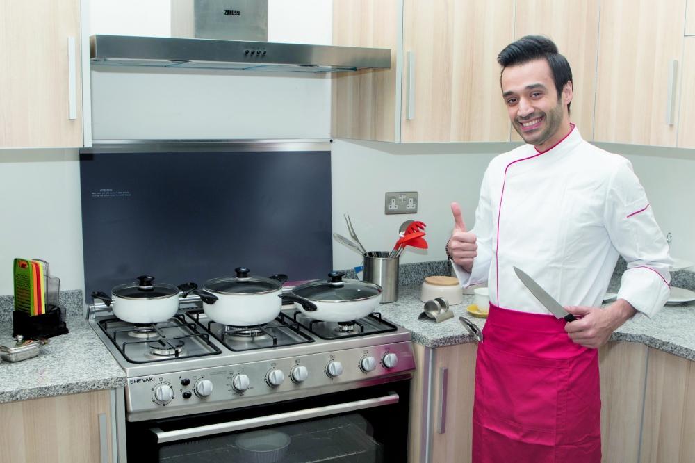 الشيف إبراهيم زينيل في مطبخه.