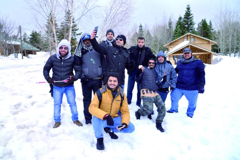 فريق من المغردين والسنابيين أثناء زيارتهم لمدينة بورصة.