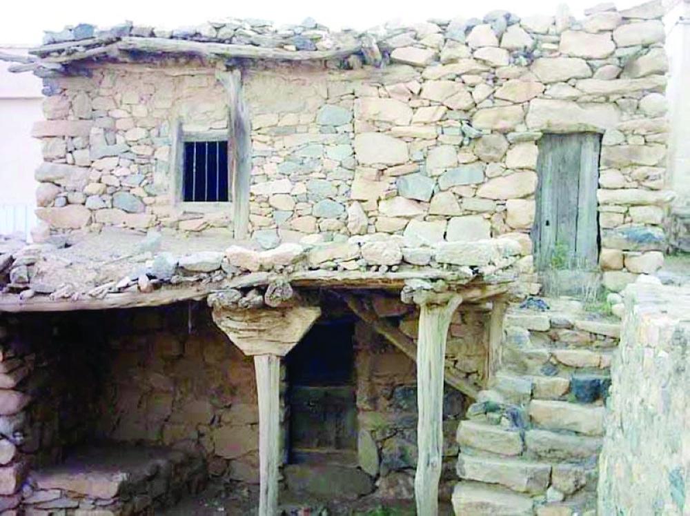 من منازل الباحة قديماً التي تعتمد على الأسرة الممتدة.