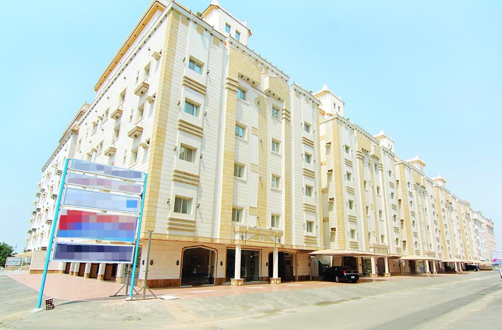 تمثل الشقة 40% من مساكن السعوديين وسط ترجيحات بارتفاع النسبة ما لم تثمر مساعي وزارة الإسكان. (عكاظ)