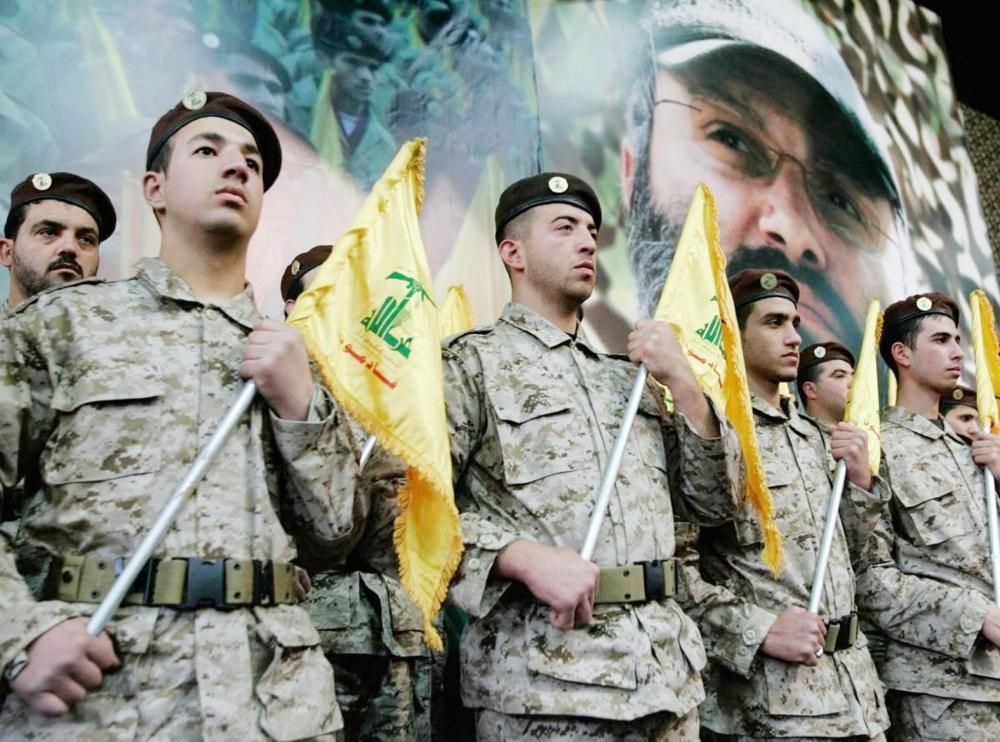 ميليشيات حزب الله خلال تدريباتها عسكرية.  (عكاظ)