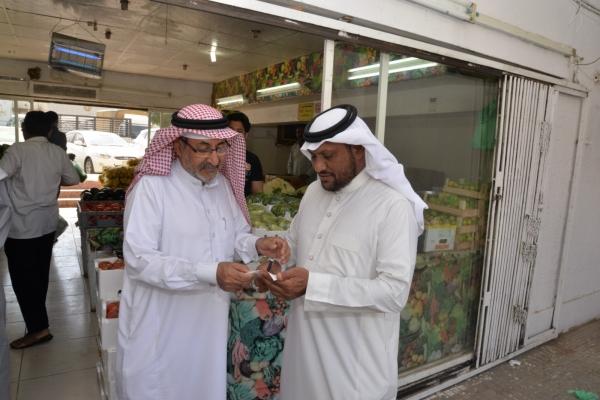 عبدالله فريج يشرح لعكاظ مشكلة المواقف