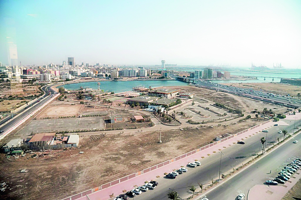 مدينة الملك فهد الساحلية تحولت إلى منشآت مهجورة.  (تصوير: فيصل مجرشي) majrashi555@