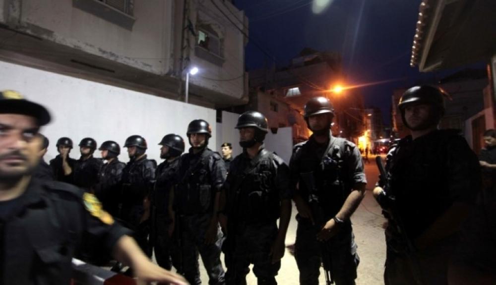 مقتل شرطي فلسطيني في تبادل لإطلاق النار مع مطلوبين بمخيم بلاطة