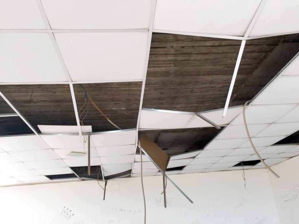 أسقف المتنزه تعرضت للتحطيم. (عكاظ)
