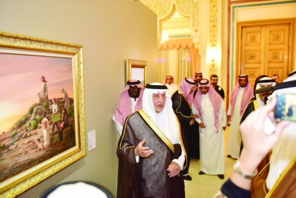 الأمير خالد الفيصل في المعرض الفني الخيري.