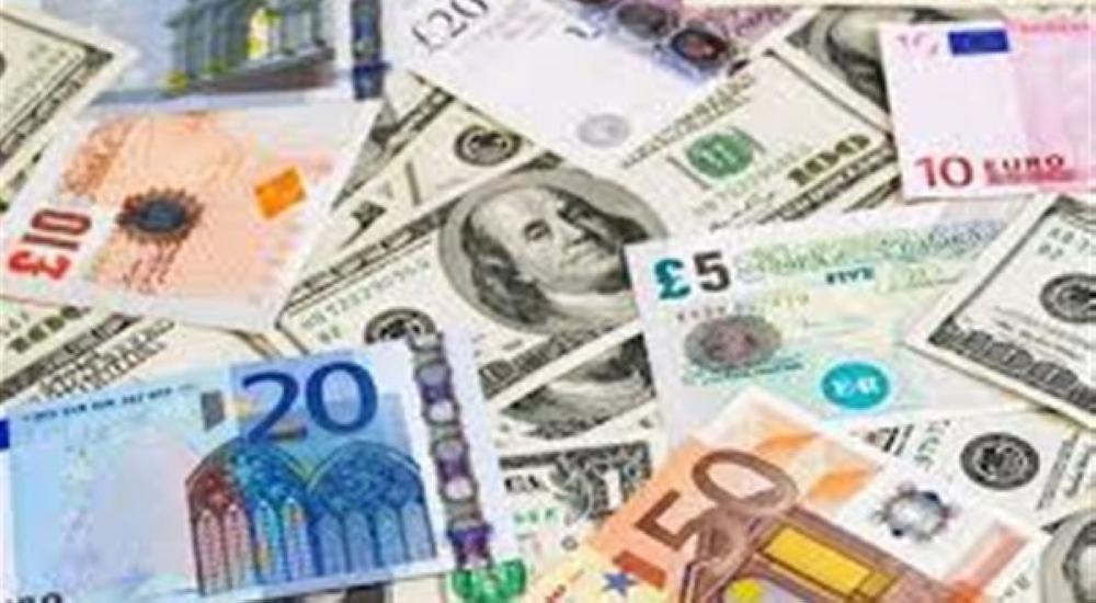 الدولار ينخفض واليورو يقاوم تقلبات مناخ الانتخابات الفرنسية