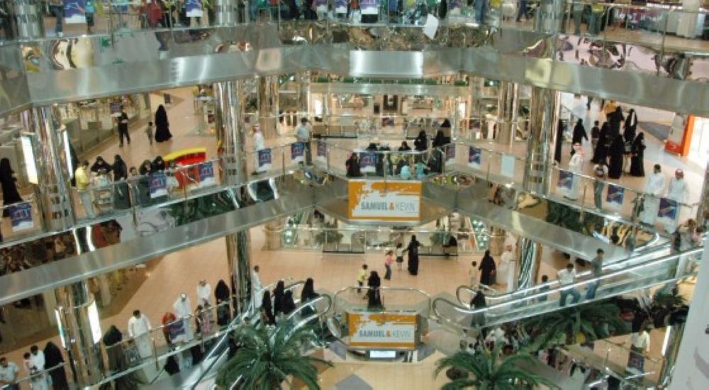بقرار وزارة العمل.. قصر الوظائف في المولات على السعوديين والسعوديات