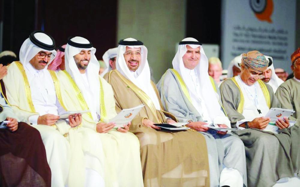 وزراء الطاقة الخليجيون ألمحوا إلى عزمهم تمديد خفض إنتاج النفط لفترة أخرى.