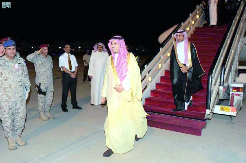 الأمير أحمد بن فهد خلال وصوله المنطقة الشرقية قادماً من الرياض.