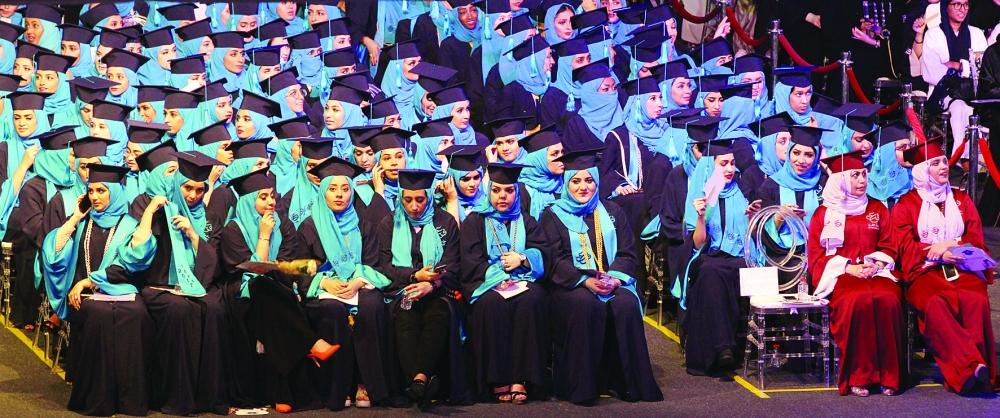طالبات جامعة عفت أثناء حفلة التخرج. (تصوير: فيصل مجرشيmajrashi555@)