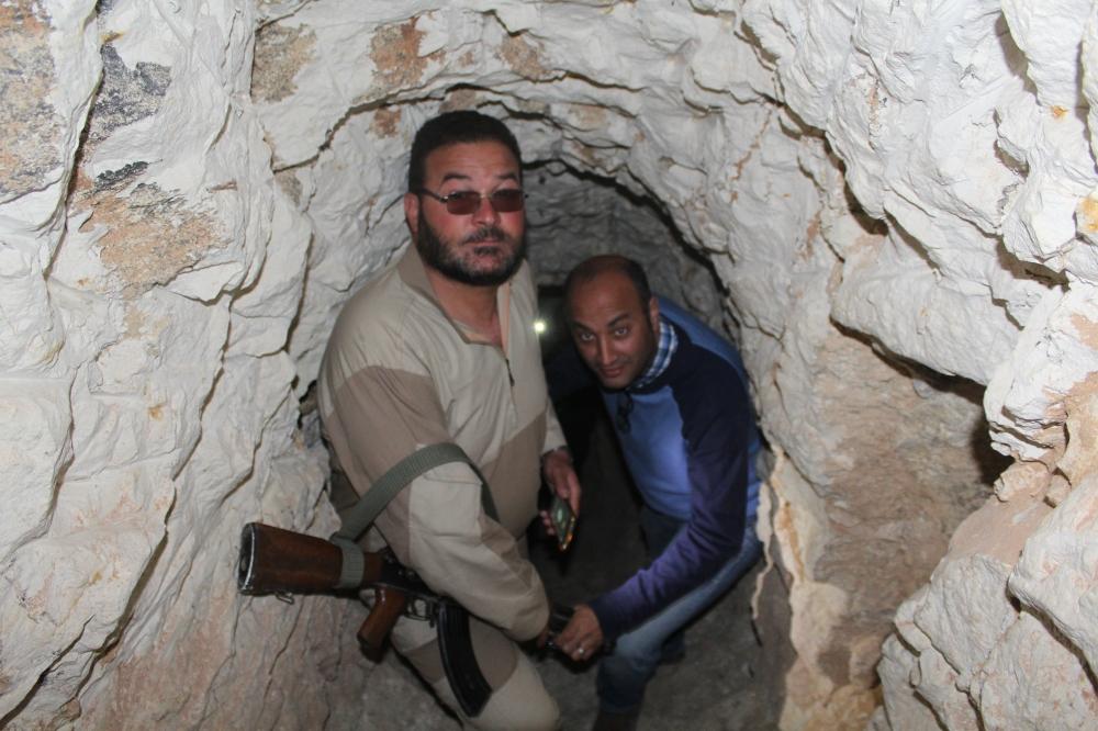 برفقة قائد ميداني من درع الفرات في أنفاق داعش.(خاص)