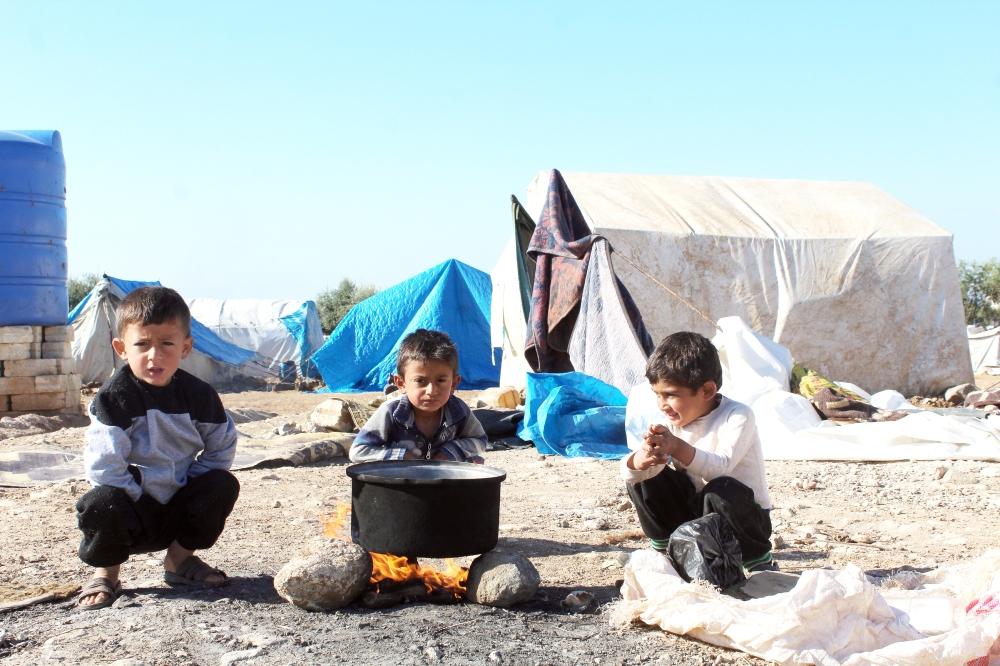 لاجئون سوريون لا لحاف ولا فراش.. وجها لوجه مع القهر