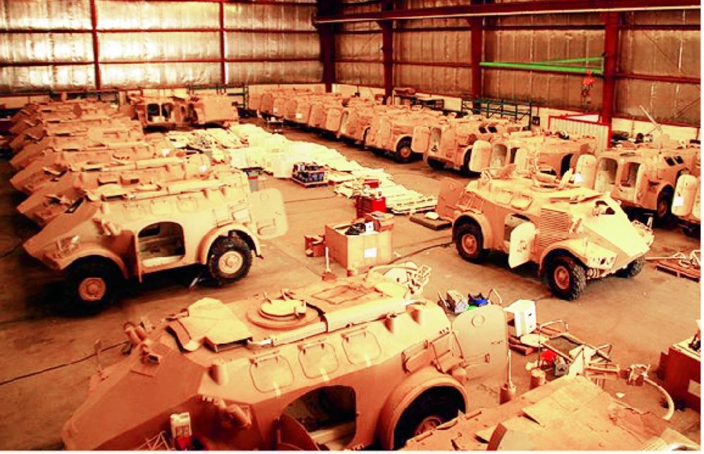 عدد من المدرعات بصناعة سعودية. (عكاظ)