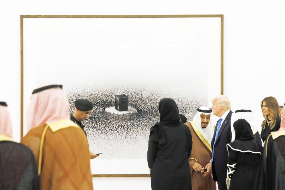 .. وأمام عمل للفنان أحمد ماطر في معرض الفن المعاصر.