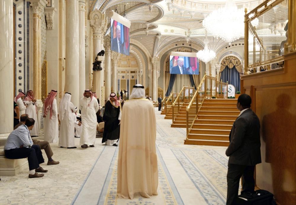 توجهت بوصلة الاهتمام العالمي صوب الرياض التي احتضنت قمم «العزم يجمعنا». (أ. ب)