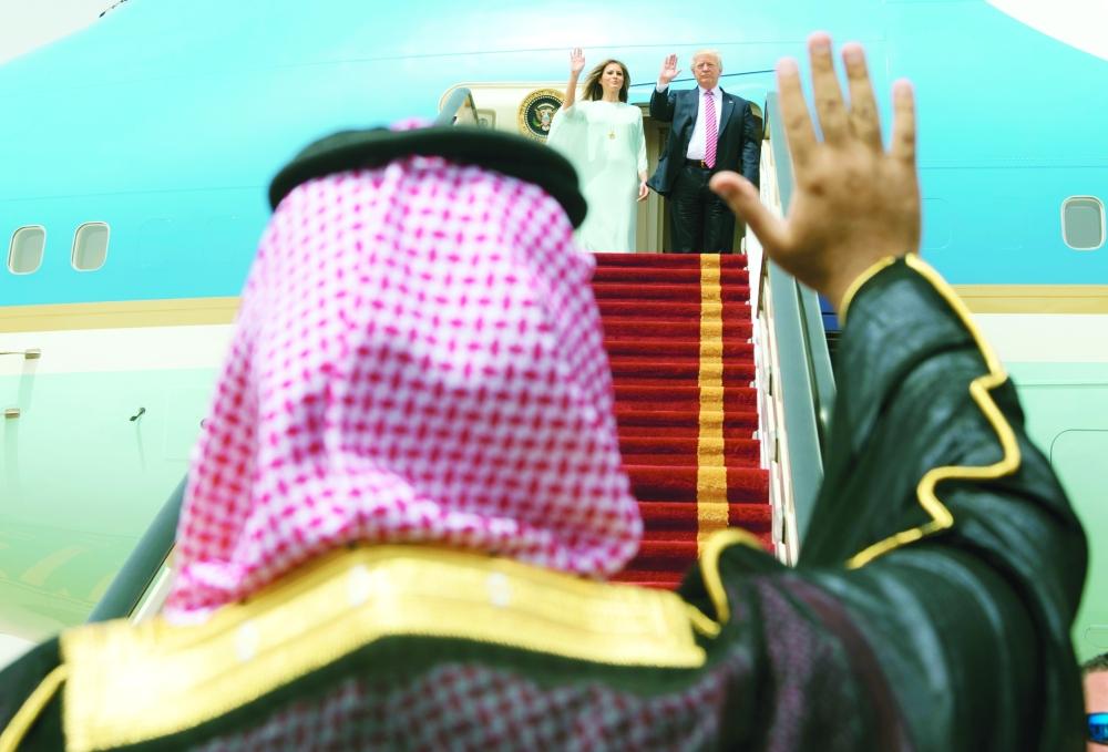 الأمير محمد بن سلمان يودع الرئيس ترمب.  (أ. ف. ب)