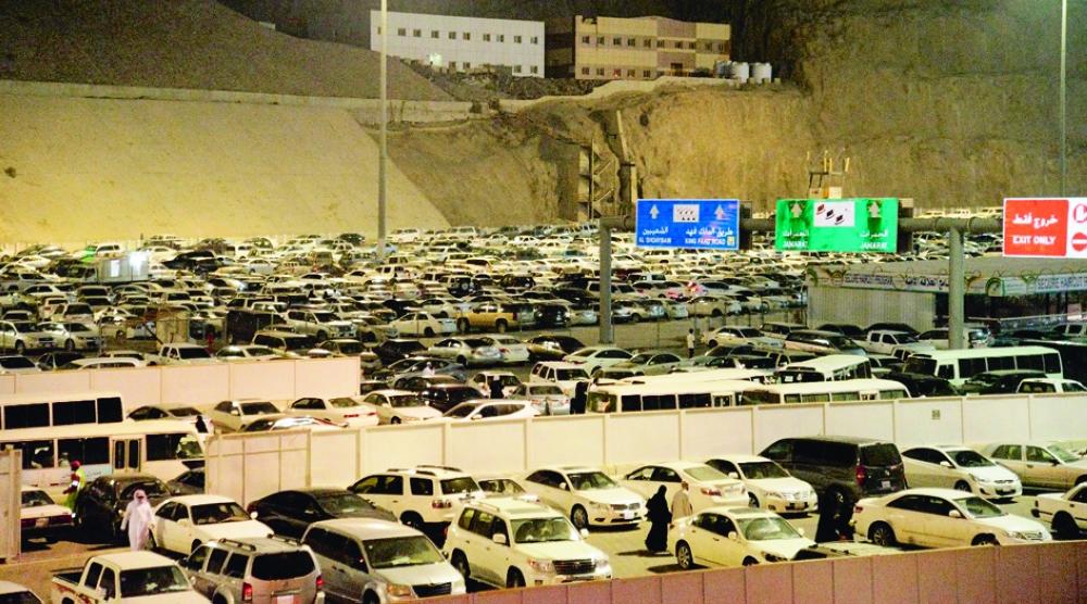 حجز سيارات المعتمرين في مكة المكرمة بحاجة لتطوير. (تصوير: عمران محمد DR_EMRAN @ )