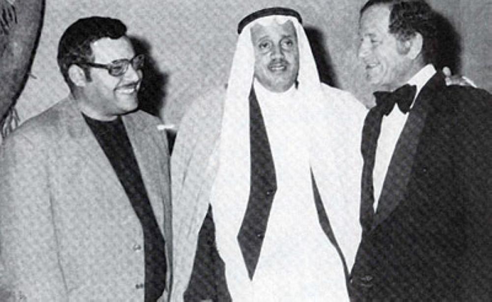 عبدالحكيم مع عازف الكمان أحمد الحفناوي والناقد المصري جلال أبوزيد.