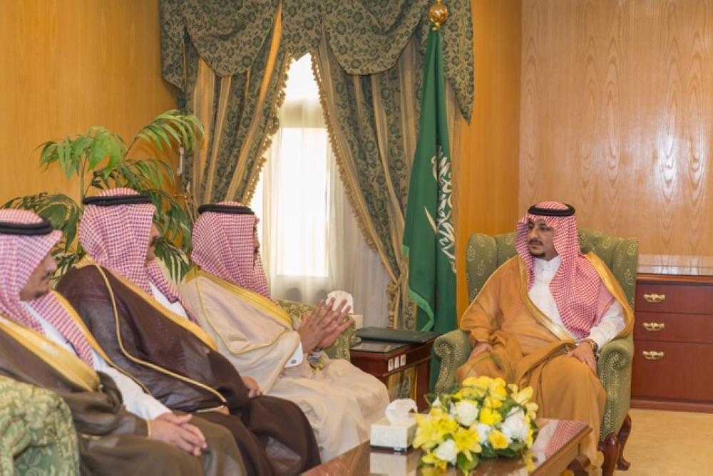 نائب أمير الجوف يلتقي أعضاء مجلس المنطقة ويستعرض المشاريع