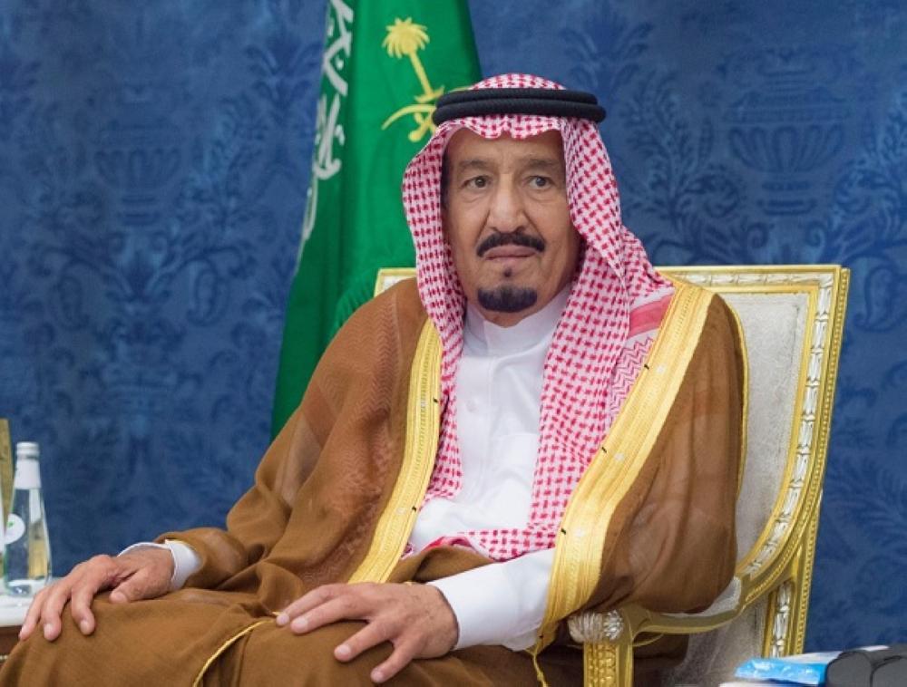 خادم الحرمين يستقبل المعزين في وفاة الأمير عبدالرحمن بن عبدالعزيز