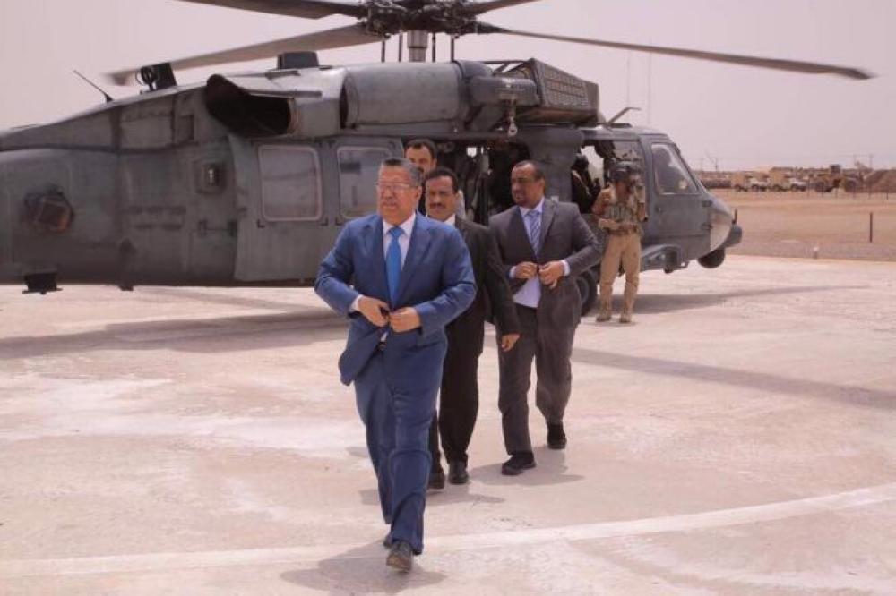 بن دغر يزور القاعدة الإدارية للتحالف العربي بعدن