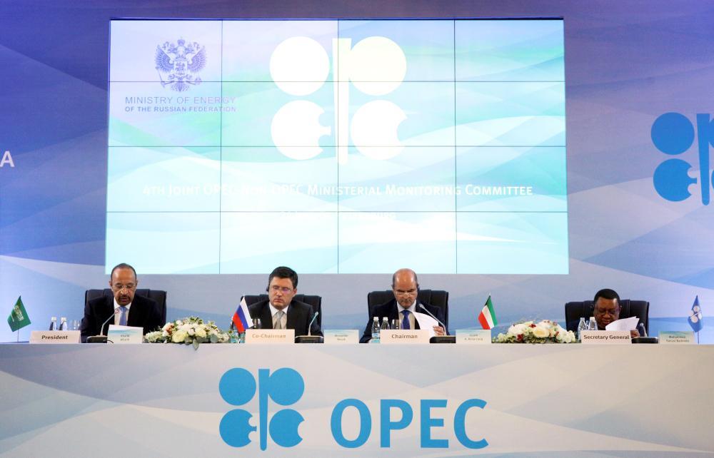الفالح ووزير الطاقة الروسي ووزير النفط الكويتي والأمين العام خلال اجتماع للجنة المتابعة الوزارية الرابعة لمنظمة البلدان المصدرة للنفط. (أوبك)
