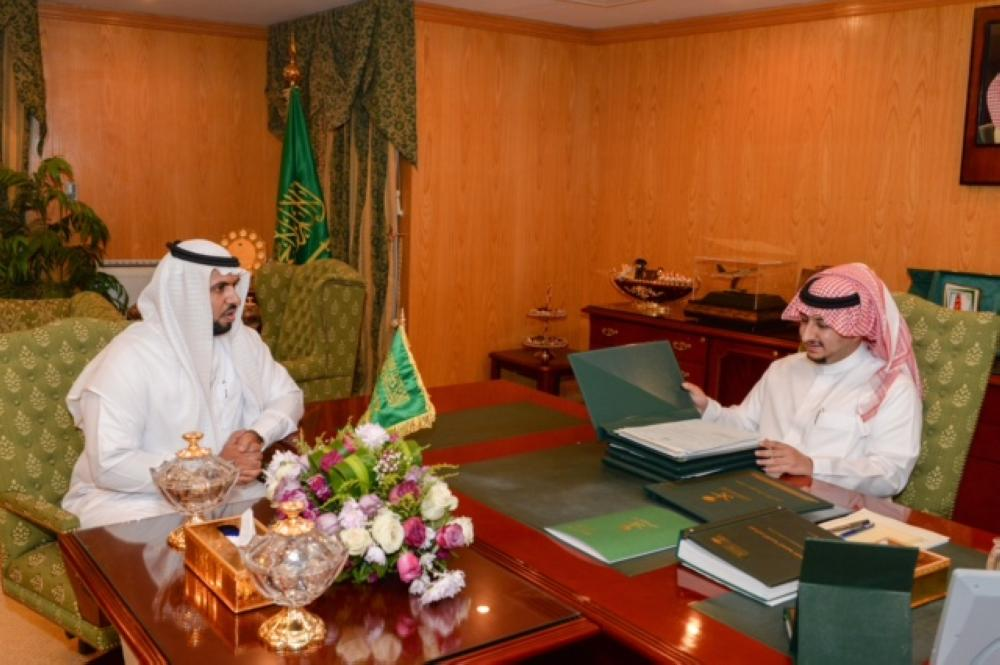 نائب أمير الجوف يستعرض جهود فرع وزارة التجارة