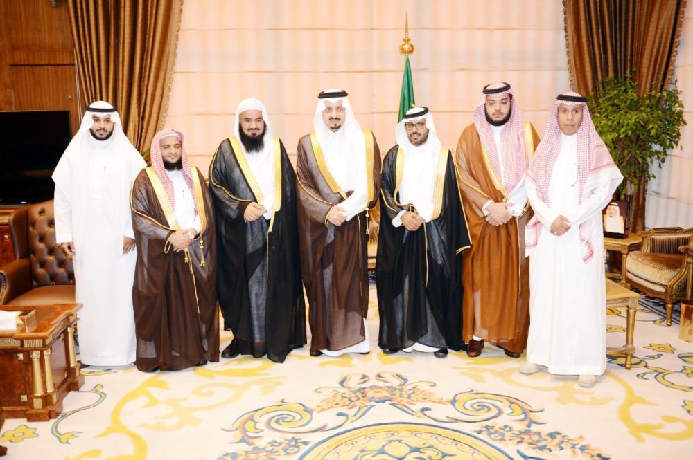 الأمير فيصل بن خالد مستقبلا وكيل جامعة الإمام محمد بن سعود.