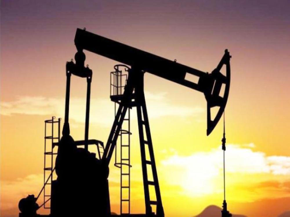 النفط يهبط بفعل ارتفاع معروض أوبك ورغم تراجع مخزونات أمريكا