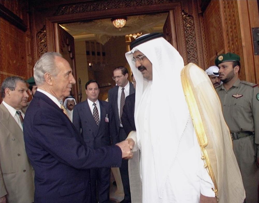 زار بيريز الدوحة مرتين الأولى عام 1996 والثانية عام 2007.