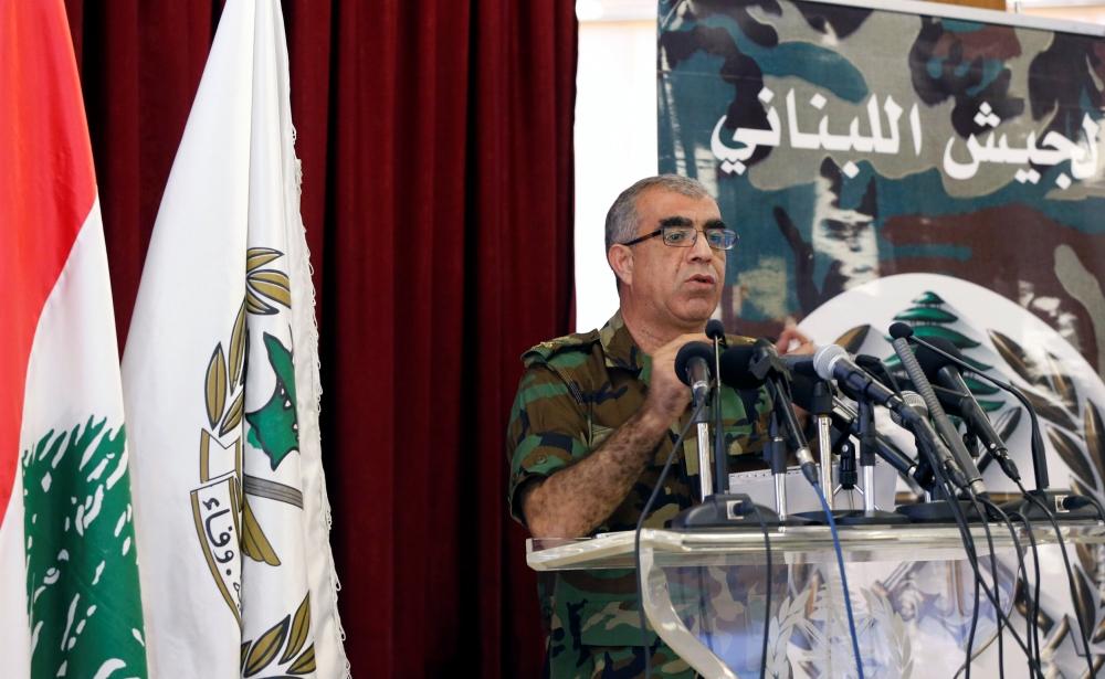 مدير التوجيه بالجيش اللبناني العميد علي قانصوه خلال المؤتمر الصحفي أمس. (أ ف ب)
