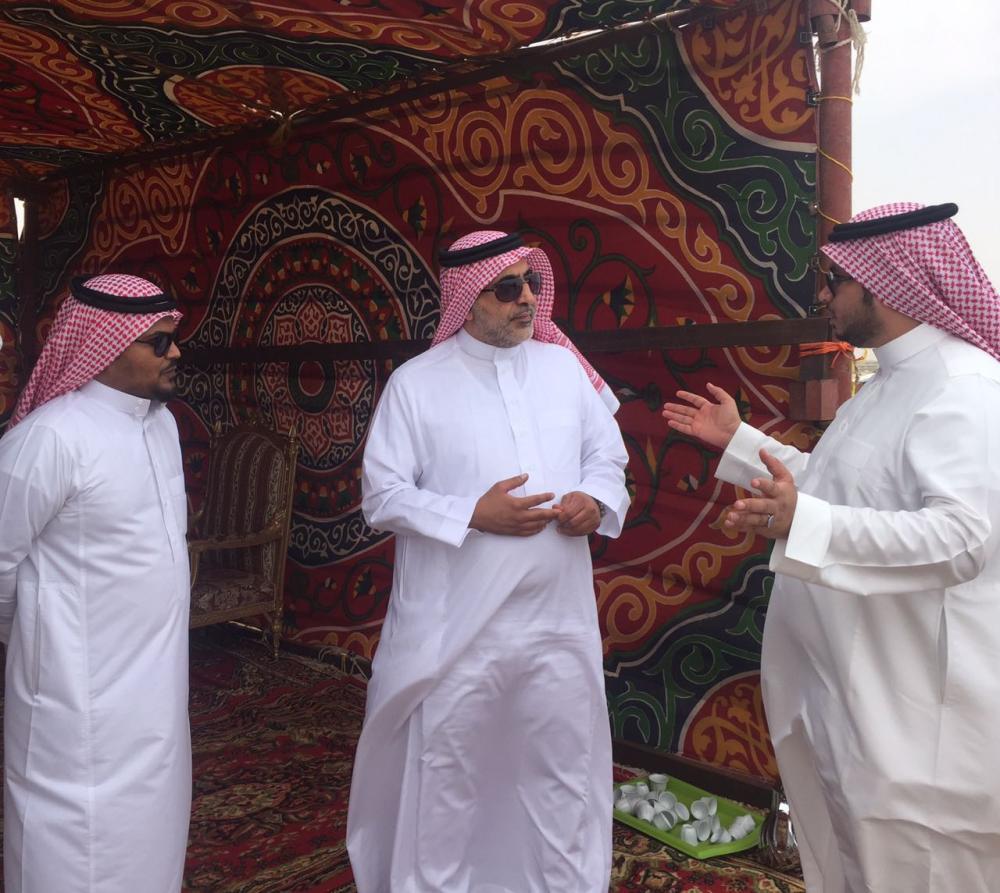 محافظ ينبع يطلع على جاهزية المخيمات الشاطئية لاستقبال الزوار