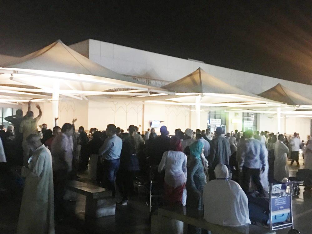 المودعون للحجيج في مطار القاهرة. تصوير: سارة الشريف