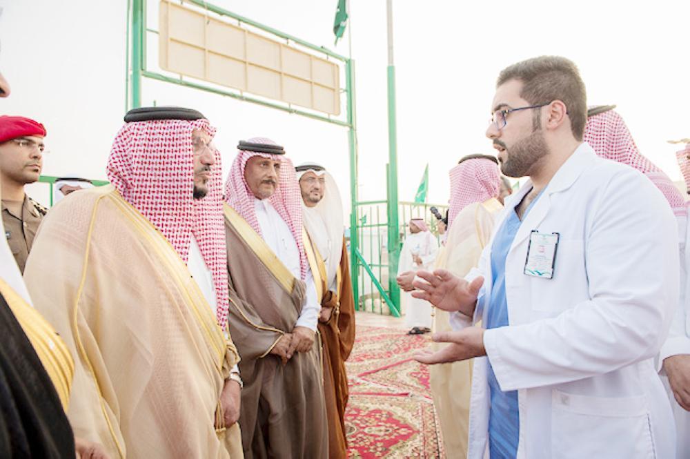 أمير القصيم أشاد بالأعمال الإنسانية في خدمة الحجاج. (عكاظ)