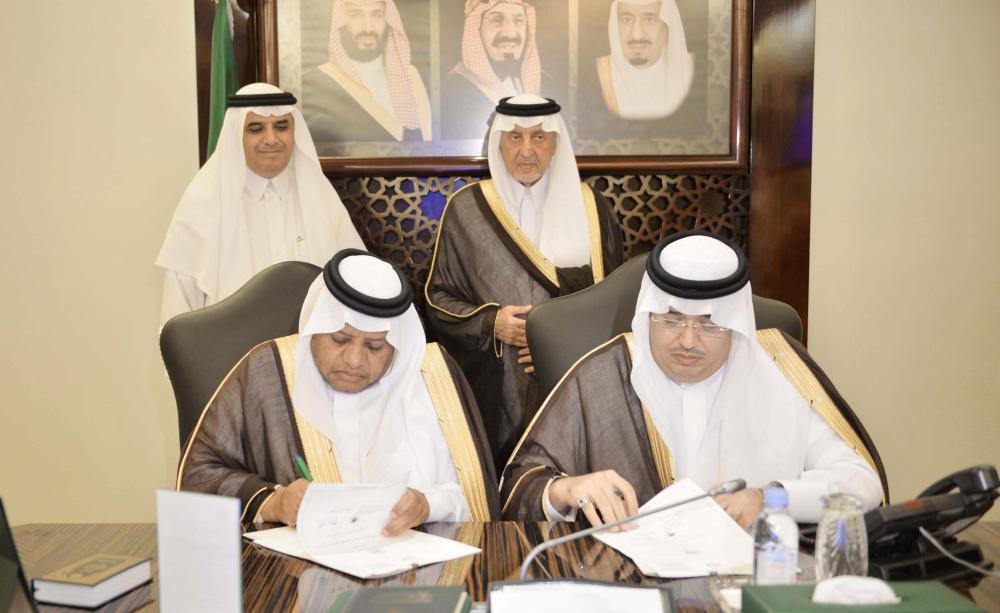 الأمير خالد الفيصل يشهد توقيع تمكين الأسر المنتجة في الاستفادة من المقاصف.